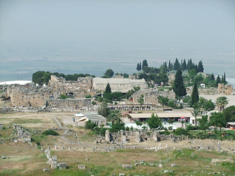 die Reste der alten Stadt Hierapolies