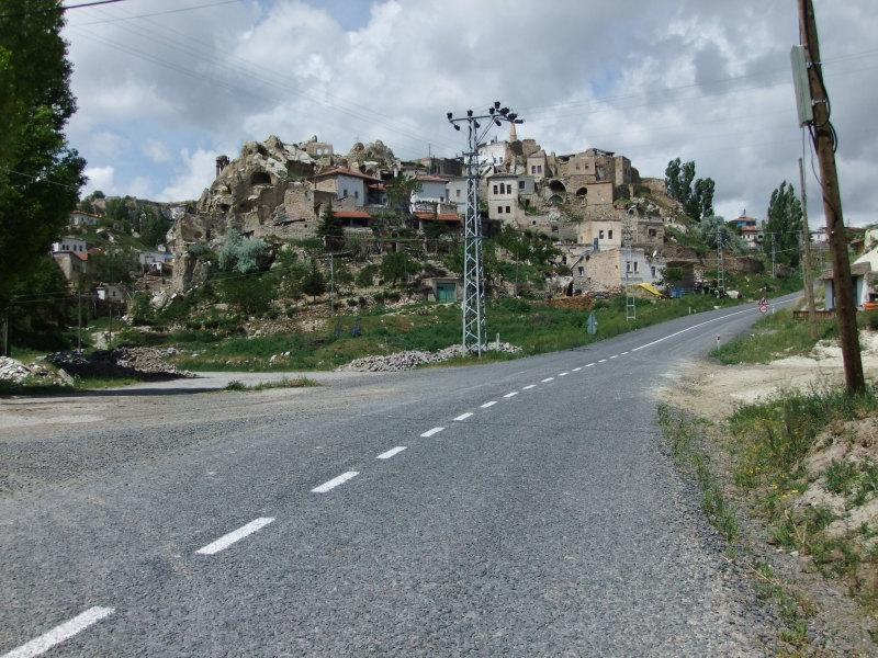 die ersten Felsenwohnungen