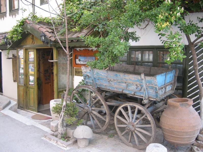 Eingang zu Melis Hotel